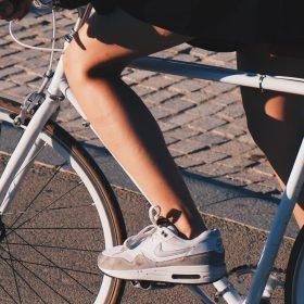 Pastellfarbene Sneaker – Deshalb lieben wir die Trendschuhe