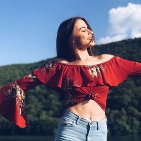 Das Floral Top: 1 Trend, 4 Styles