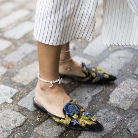 Schuhe mit floralem Muster erobern unsere Herzen (und Füße)