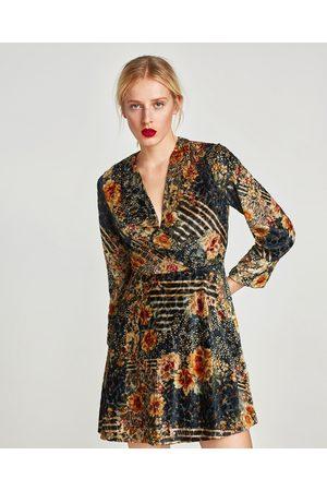 Festliche Zara Kleider für Damen vergleichen und bestellen