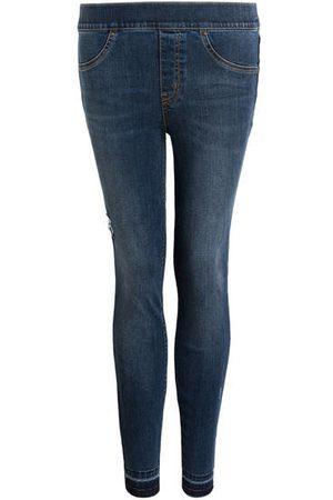 Spanx Shaping-Effekt: mittlerer Grad. Reguläre Leibhöhe. Schmales Bein. Dekorativer 4-Pocket-Style. Funktionelle Gesäßtaschen. Maße bei Größe S: Bundweite: 74 cm. Vord. Leibhöhe mit Bund: 25 cm. Innenbeinlänge: 70 cm