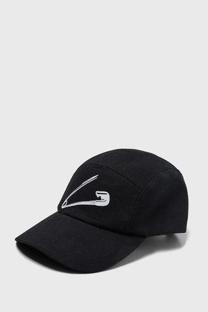 Zara Safety pin print cap