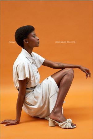 Zara Pantolette mit absatz und zierknoten