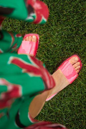Zara Flache vinyl-sandale