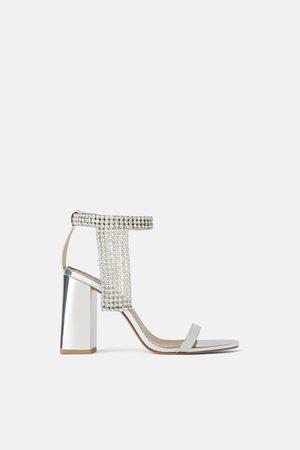 Zara Metallic-sandalette mit absatz und strass