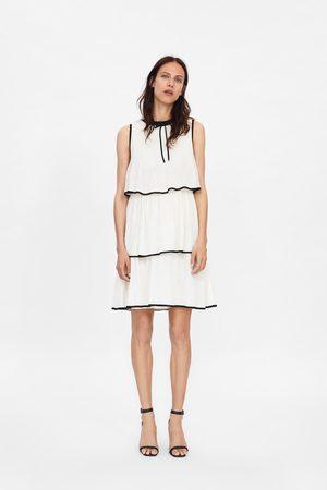 Zara Kleid mit volant und schleife