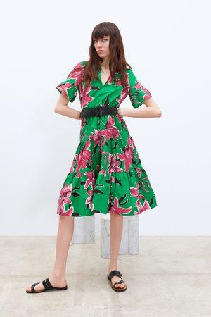 Zara Kleid mit blumenmuster und gürtel