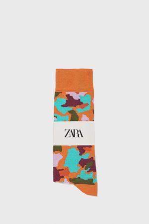 Zara Merzerisierte socken mit camouflage-jacquardmuster