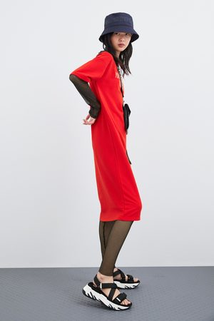 Zara Kleid mit schriftzug vorne