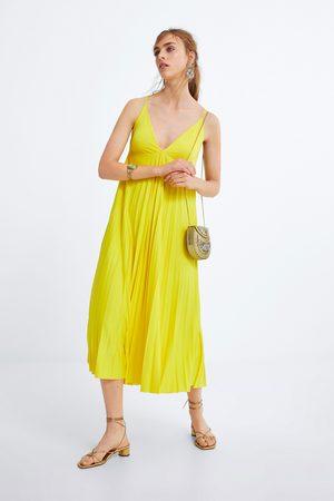 Zara Plissee-kleid im lingerie-stil