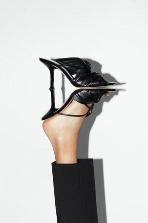 Zara Ledersandalette mit absatz und raffung
