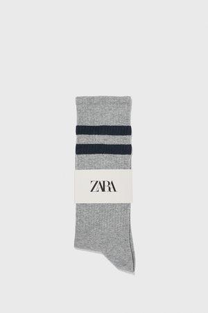 Zara Socken mit rippenmuster und streifen