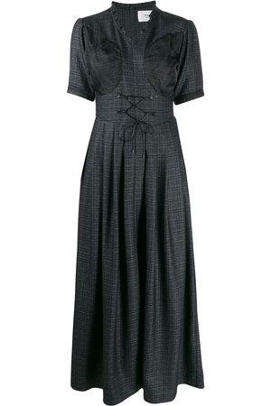 QUETSCHE Ausgestelltes Kleid