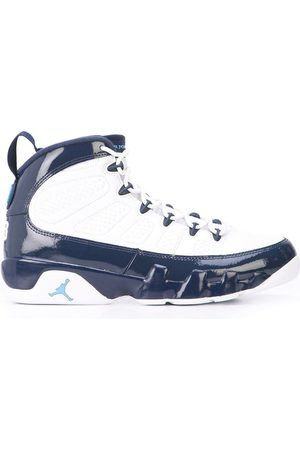 Jordan Sneakers mit Lackdetails