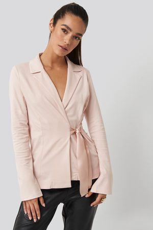 NA-KD Asymmetric Side Tie Blazer - Pink
