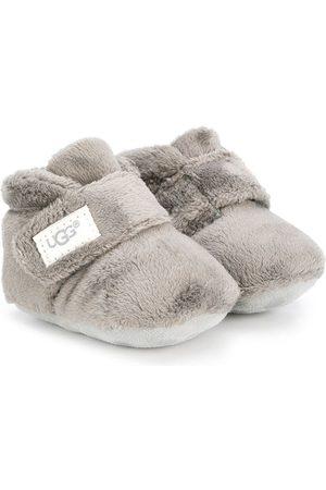 UGG Stiefel mit Klettverschluss