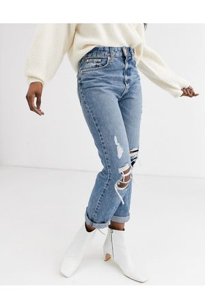 River Island – Stormi – Mom-Jeans im Destroyed-Look in mittelblauer Authentic-Waschung
