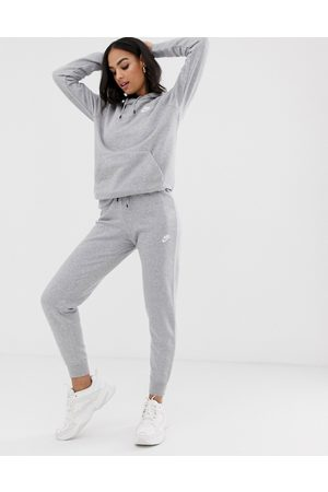 Nike – Essentials – Schmale Jogginghose in