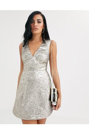 The Girlcode – Mini-Skaterkleid in -Metallic