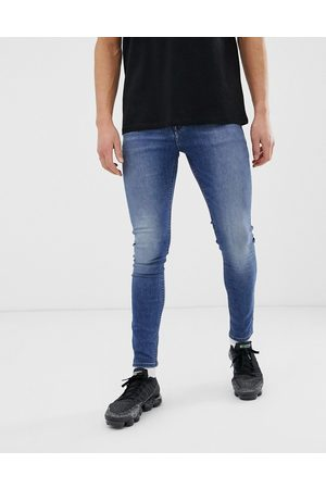 ASOS – Spray-on-Jeans aus Power-Stretch-Denim in verwaschenem Mittelblau