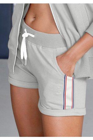 H.I.S Shorts mit seitlichen Tapestreifen