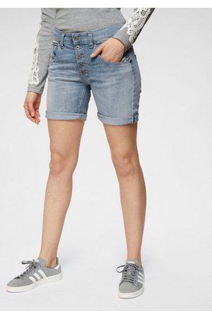 Please Jeansbermudas coole Jeansshorts mit dekorativer Knopfleiste und Eingrifftaschen