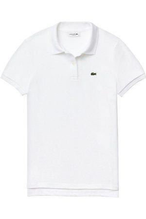 Lacoste Poloshirt mit typischem Krokodil-Logo auf der Brust