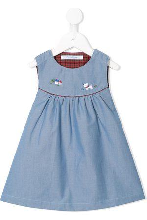 Familiar Besticktes Kleid