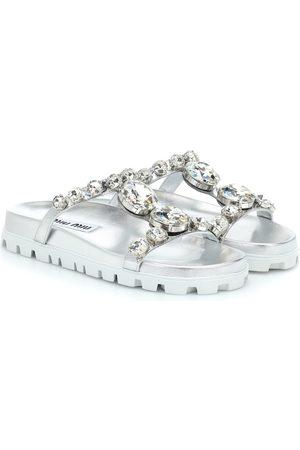 Miu Miu Verzierte Sandalen aus Metallic-Leder