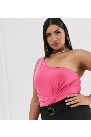 Club L London Plus – Body mit Raffung, Knotendetail und One-Shoulder-Träger, in Pink