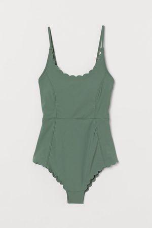 H&M Badeanzug mit Wellenkanten