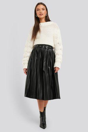 NA-KD Pleated Pu Belt Skirt - Black