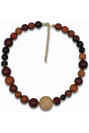 J. Jayz Collier »mit auffallend großen Perlen«