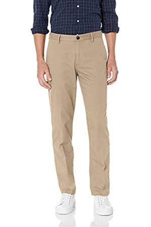 Amazon Herren-Chino-Hose mit gerader Passform, knitterfrei, flache Vorderseite, Braun (Khaki)