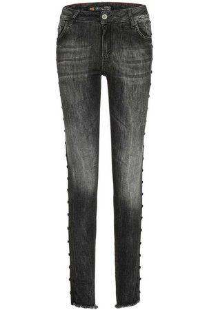 Cipo & Baxx Bequeme Jeans mit rockigen Nieten