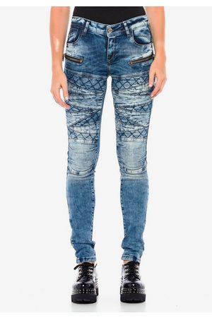 Cipo & Baxx Straight-Jeans mit coolen Stickelementen