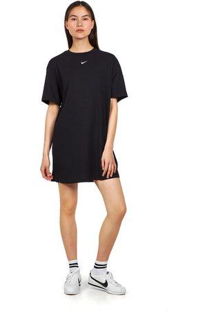 Nike Sportswear Essential Dress