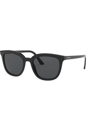 Prada Brillenform: Rechteckig. Label-Schriftzug auf den Bügeln und dem linken Glas. UV 400 Filter. Inkl. Brillenetui. Made in Italy. Maße bei Größe 53:- Gesamtbreite: 142 mm- Bügellänge: 145 mm- Glashöhe: 43 mm- Glasbreite: 53 mm- Stegbreite: 20 mm- Gewic