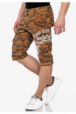 Cipo & Baxx Shorts im lässigen Tarnmusterlook
