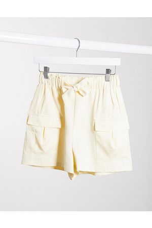 4th & Reckless 4th + Reckless – Figurbetonende Utility-Shorts in Creme