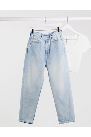 Weekday – Meg – Mom-Jeans aus Bio-Baumwolle in Morgenblau