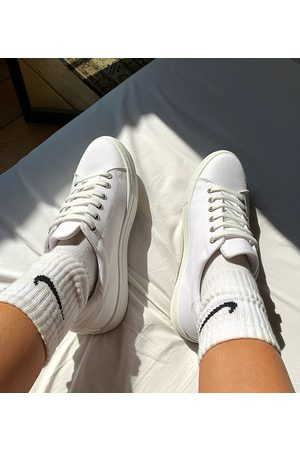ASOS – Day Time – Geschnürte Sneaker mit flacher Plateausohle in , weite Passform