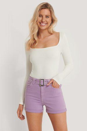 Pamela x NA-KD Reborn Jeans-Shorts Mit Gürtel - Purple