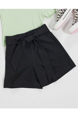 Selected Femme – Shorts mit Bindegürtel an der Taille in
