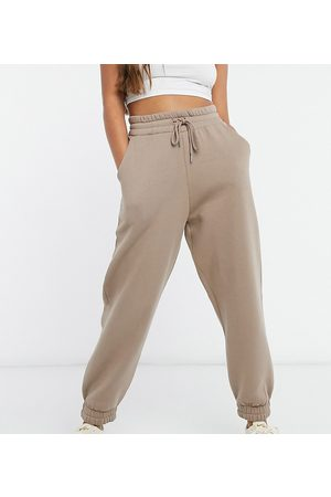 ASOS ASOS DESIGN Petite – Super-Oversize-Jogginghose in Mushroom