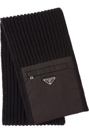 Prada Gestrickter Schal mit Reißverschlusstasche