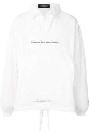 UNDERCOVER Herren Outdoorjacken - Windbreaker mit Slogan-Print