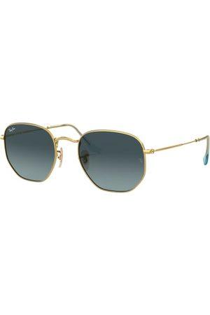 Ray-Ban Brillenform: Eckige Pilot. Label-Schriftzug auf dem Glas. 100% UV-Schutz. Inkl. Brillenetui und Brillenputztuch. Made in Italy. Maße bei Größe 51:- Gesamtbreite: 135 mm- Bügellänge: 145 mm- Glashöhe: 44 mm- Glasbreite: 51 mm- Stegbreite: 21 mm