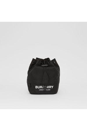 Burberry Beuteltasche aus ECONYL mit -Logo und Zugbandverschluss, Black