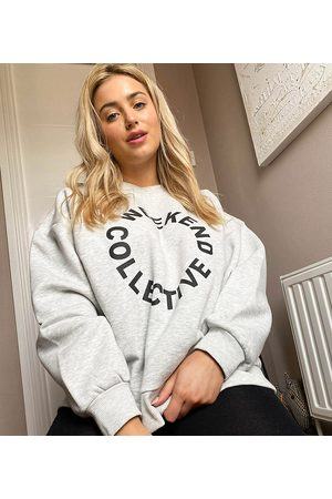Weekend Collective ASOS – Curve – Oversize-Sweatshirt in Kalkgrau mit Logo